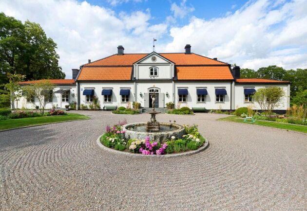 Herrgård i Örsundsbro. Mer information och bilder hos Widerlöv.