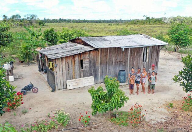 Fortfarande ockuperar jordlösa skogsbolaget Veracels mark. Här familjen Fernan.