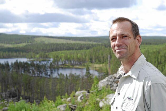 """""""Vi och miljörörelserna ser samma saker ute i naturen, men ibland väljer vi att värdera det på olika sätt"""", säger Peter Bergman, naturvårdschef Sveaskog."""