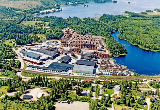 Det blir ingen fortsatt drift vid Östavalls sågverk, och på fredag sågas den sista stocken.