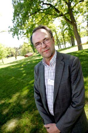 Krönikören Arne Lindström riktar kritik mot hamburgerkedjan Max prioriteringar.