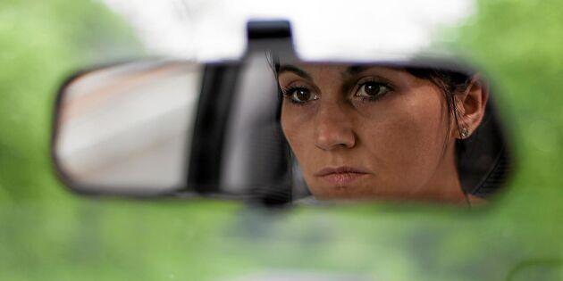 Ny larmstudie: 7 av 10 bilförare tittar inte på vägen
