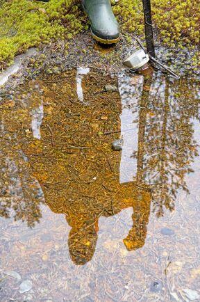När prospekteringsföretagen lämnar blir det kvar mängder av vattenpumpande hål i marken.