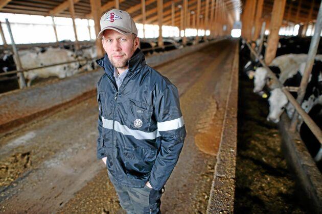 Mjölkbonden Anders Birgersson i Vikingstad tror generellt att det lätt kan uppstå intressekonflikter i bondeägda mejeriföretag som satsar på mjölkfria produkter.