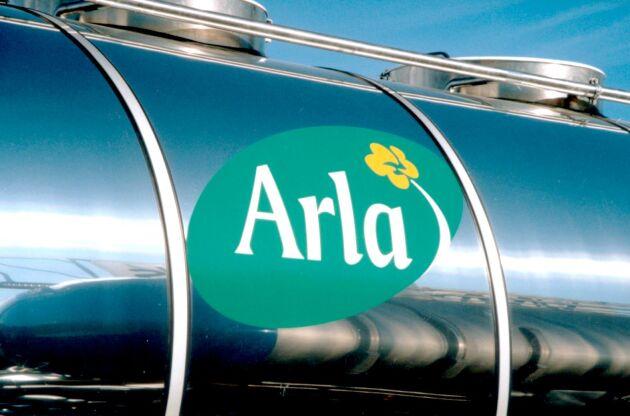Arla sänker avräkningspriset till de svenska ekomjölksproducenterna med 6,5 öre per kilo i oktober.