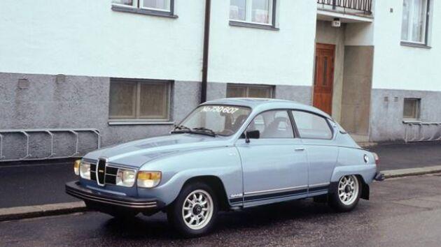 """Saab GL 96 V4 """"Run Out""""1980 (Jubileumsmodell) är en av bilarna som ägaren har på museumet. Foto: Saab bilmuseum."""