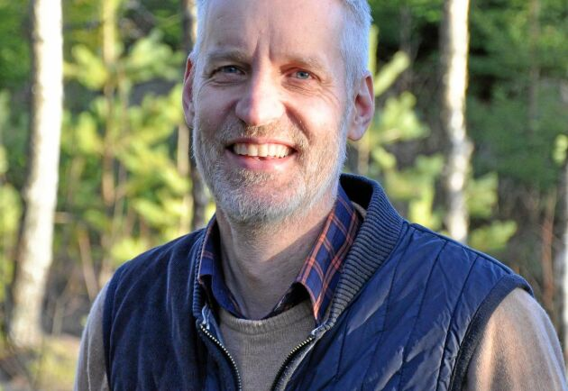 Ulf Brogren är fastighetsmäklare och skogsekonom på företaget Areal i Växjö. Här är han i sin egen skog utanför Kisa i Östergötland.
