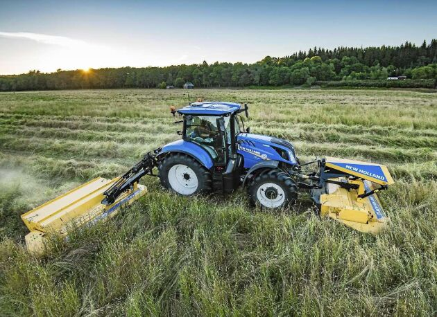 New Holland har Sverigepremiär för sina nya slåtterkrossar på Elmia, men visar även en traktor med dubbelkopplingslåda som gör att växlingen går på millisekunder.