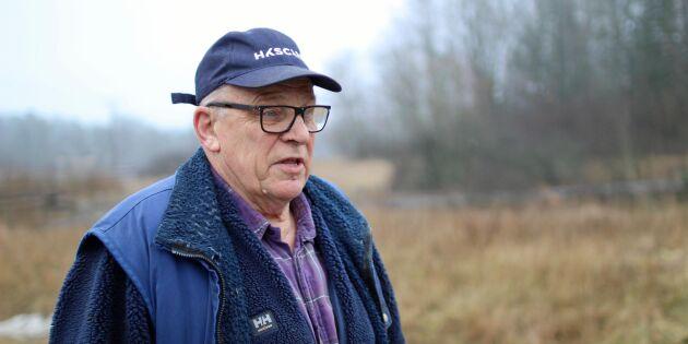 Efter 50 år som medlem – blev utförd av vakt från stämman