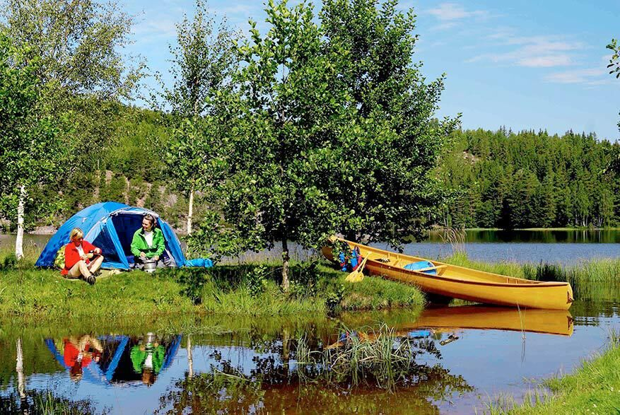 Kombinera camping med kanotfärder i Dalsland. Foto: Göran Assner