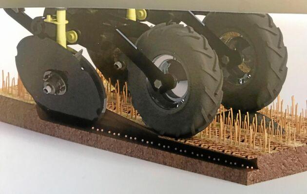 Weaving GD6001T har dubbla vinklade skivbillar som skär upp en liten flik av marken som fröna läggs under. Hjulen bakom skivbillarna återpackar jorden.