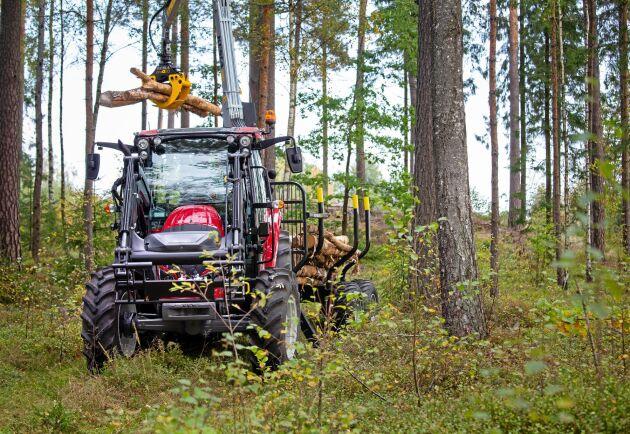 Valtra A 84 var Sveriges mest sålda traktormodell under 2018. ATL har tagit ut den i skogen där många traktorer hamnar för att se vad som gör den så populär.