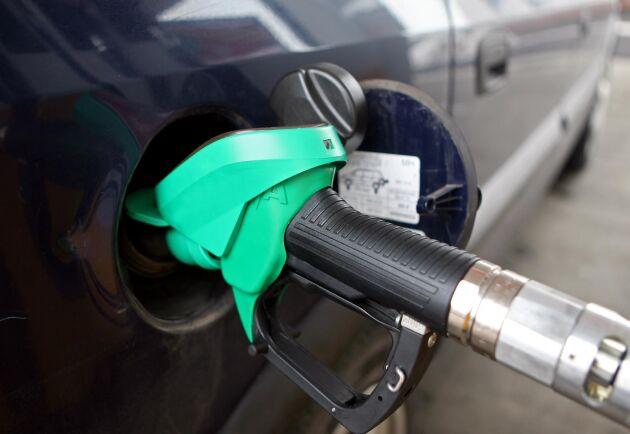 Det nya priset på 95-oktanig bensin för företag är nu 16,79 kronor/liter, vilket är det högsta i svensk historia. Arkivbild.