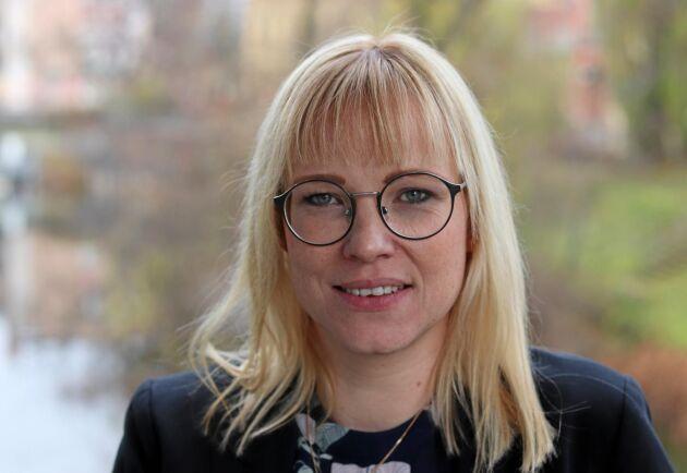 Lantbruket kan inte ta hela kostnaden för klimatarbetet ute på gårdarna utan även samhälle och konsumenter vara måste vara med och betala, tycker Mikaela Johnsson, som bedriver smågrisuppfödning på Ågårds lantbruk i Ljungby kommun och sitter i LRF:s riksförbundsstyrelse