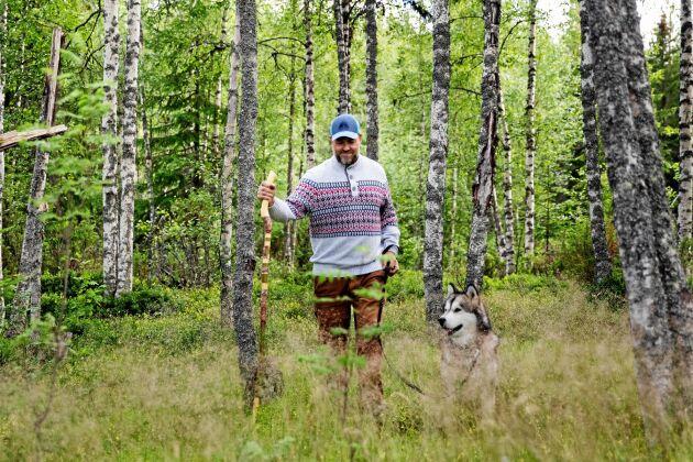 Ulf älskar skogen och drömmer om att bygga ett hus långt inne i skogen av eget timmer.