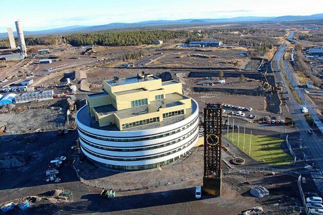 Runtomkring nya stadshuset kommer Kirunas nya stadskärna så småningom växa fram.