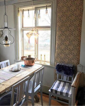 Köket rustade Susanne och Bengt upp provisoriskt redan första sommaren, då de bodde i en husvagn på tomten.
