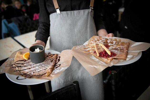 Rykande nygräddade galetter serveras numera i Järvsöbacken.