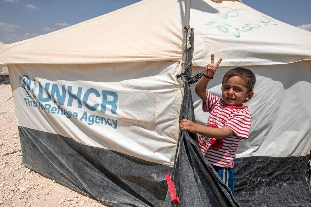 Ett familjetält är till stor hjälp i världens många flyktingläger. Genom UNHCR kan du ge bort ett i julklapp!