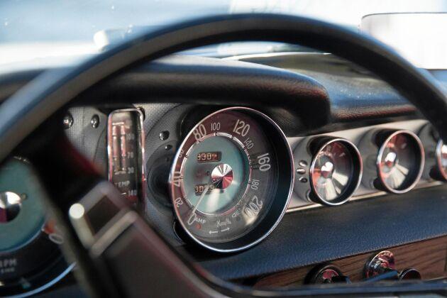 I jämförelse med PV och Amazon hade Volvo P1800 en sportigare och mer utmanande design.