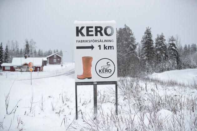 Skylten med näbbskon syns när man kör in i Sattajärvi. De två familjeföretagen Kero leather AB och Kero Försäljning AB får byn att växa.