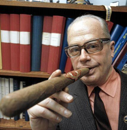 Cigarrälskaren Putte Kock fick hela Sverige att tippa 1, krysch eller 2 på kupongen. (1971)