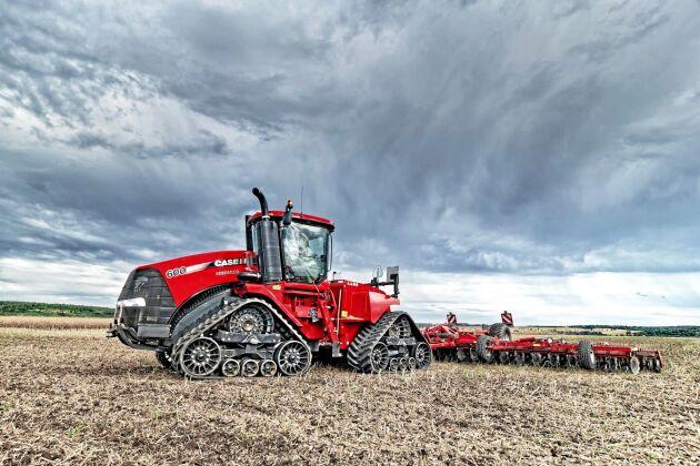 3. CaseIH Steiger 600 Quadtrac. 670 hästkrafter. Dragkraft 2 848 Nm. Motor Iveco 12,9 liter. Bränsletank 1820 liter. Maxvikt 26 308 kilo.