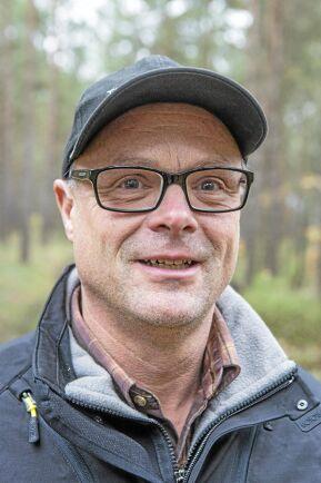 Stefan Gabrielsson, inspektor på Trolle Ljungbys gods ser bara fördelar med askåterföring. Det är bra för näringsbalansen i marken och för att neutralisera försurningen som grotuttaget medför.