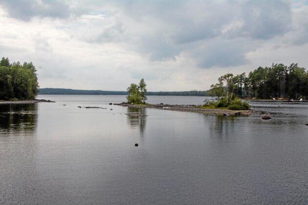 Vattennivån i sjön Alstern kommer att sjunka drastiskt om regleringsdammen rivs ut. Om man följer den föreskrift från Havs- och vattenmyndigheten som föreslås få styra övriga myndigheters arbete handlar det om en sänkning på cirka 3,5 meter.