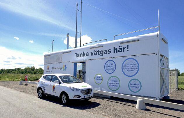 Invid E20 utanför Mariestad ligger denna unika anläggning, där vätgas tillverkas med hjälp av en solcellspark.