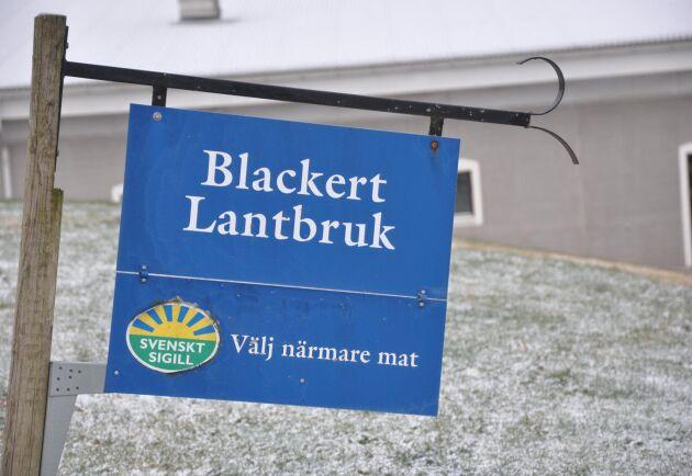 Blackert Lantbruk är en konventionell gård ansluten till Svenskt sigill. De har också tagit fram sitt eget varumärke: Blackert Gårdsgris.