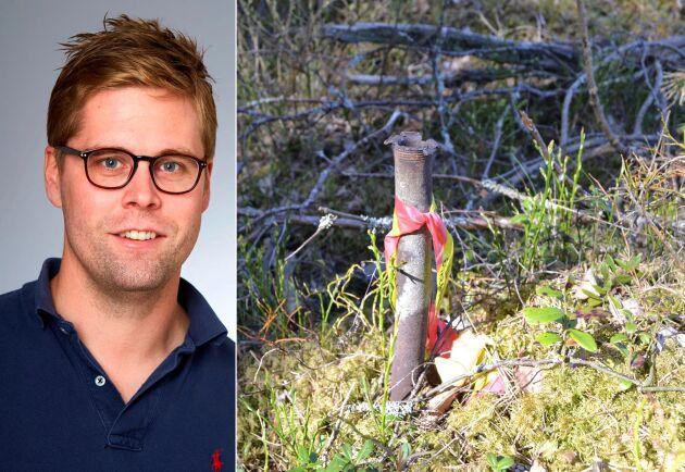 """""""När vi gör avverkningar utgår vi från att uppdragsgivaren, markägaren, haft kontakt med ägarna till grannfastigheterna"""", säger Sveaskogs bolagsjurist Oskar Meidal (till vänster). Till höger järnröret som Sveaskog använt som hörnmarkering för sin snitsling."""