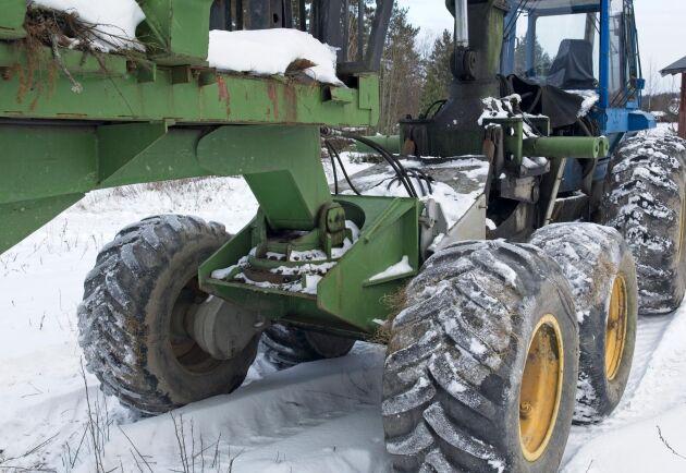 Infästningen för lastdelen är gjort med en snabbkoppling för att kunna byta funktion på maskinen.