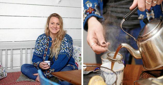 Louise älskar att sitta i kökssoffan i farmors gamla kök och att koka kaffe på gammeldags vis.