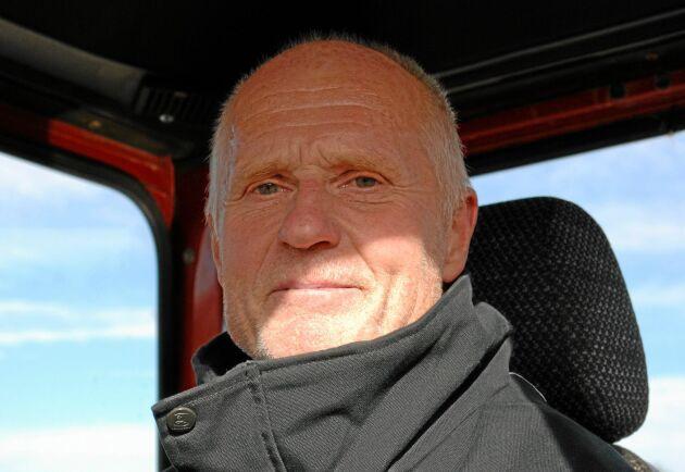 Leif Karlsson mindes hur det var att åka ut med en ny T814 till lantbrukarna när han som ung arbetade på Drabant-Maskiner i Nyköping. Nu har han en egen 2654.