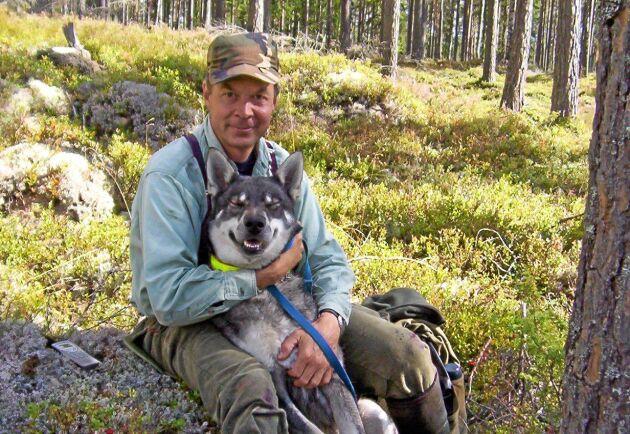 Karl Hedin, här med hunden Clay, inser att studien kommer få mothugg, men anser att den är vetenskapligt genomförd och visar att viltskadornas ekonomiska effekter i dag bedöms på fel sätt.