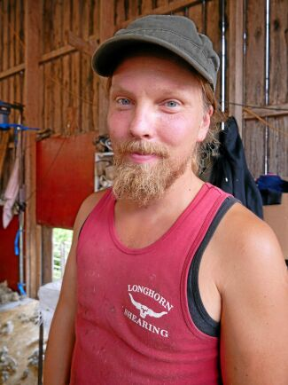 På årets fårklipparkurs på Norrby Gård var 17 deltagare med, de flesta arbetar med fårklippning på heltid. Herman Hagelbäck jobbar som fårklippare i Skåne.