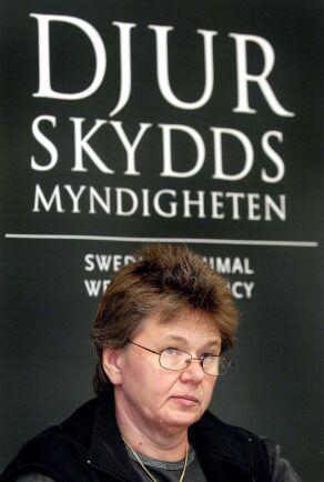 Karin Åhl, utredare och sakkunnig på Jordbruksverket, vill se studier av svenska minkar avseende stereotypa beteenden.