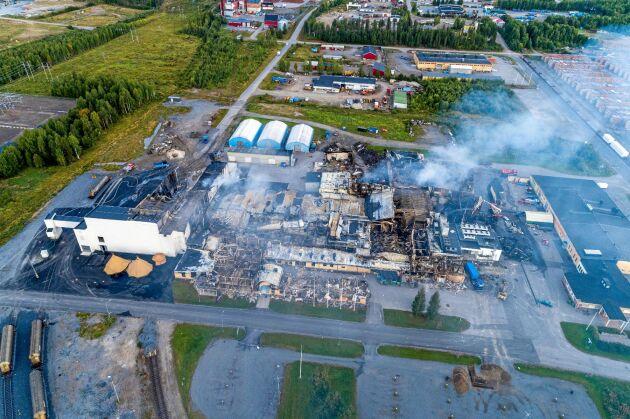 Drönarbild från den 23 augusti förra året, över Polarbröds anläggning, som visar den enorma förstörelsen.