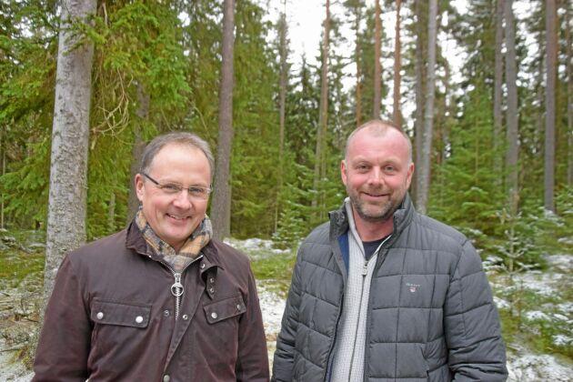 Niclas Gustafsson och Sören Gustafsson är nöjda med lönsamheten i skogsbruket, men de tycker att virkespriserna borde höjas för att öka aktiviteten i skogen.