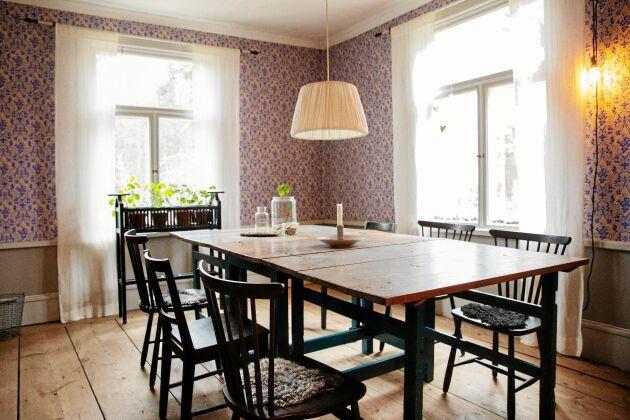 De stora fönstren i matsalen släpper in mycket ljus, men fick renoveras.