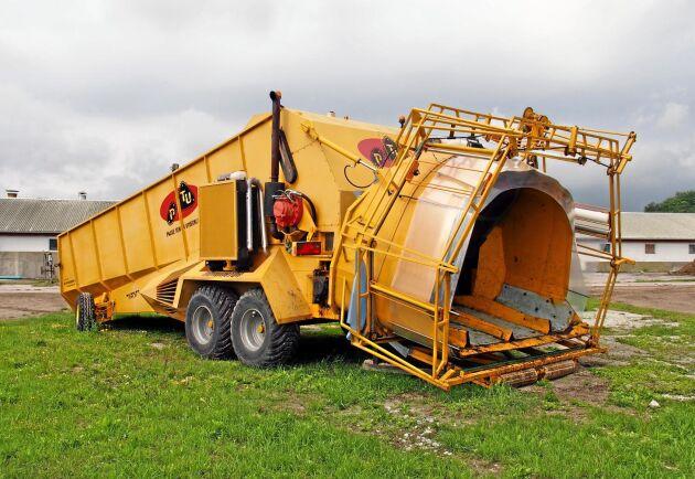 Prototypen, som är nummer fem i ordningen, drivs med hjälp av en Volvomotor. Maskinen kan skötas av en person, och transporteras som en vanlig vagn under färd. Under drift är den dock självgående.