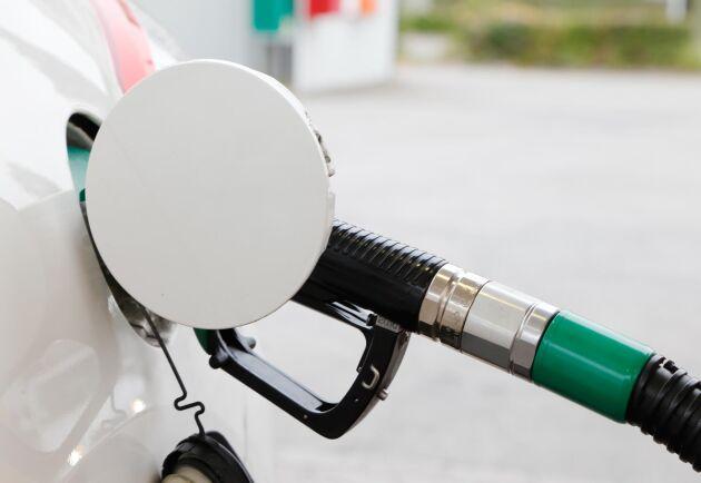 Efter ett kort avstannande fortsätter nu riktpriset för bensin att klättra.