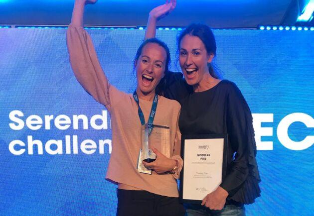Prisutdelning i Serendipity Challenge i Almedalen, där Moving Floor fick ta emot vinsten Nordea Social Impact Award.