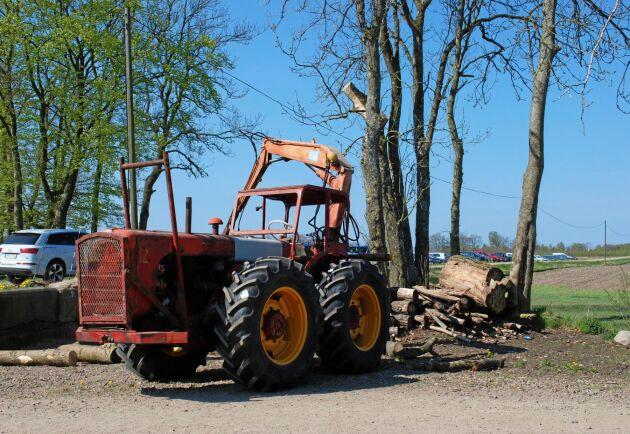 Skogsutrustade Dutra-traktorer kommer visas på Simmelsberga gård.