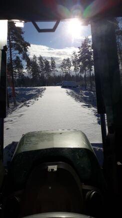 Det är dags att ploga skogsbilvägen.