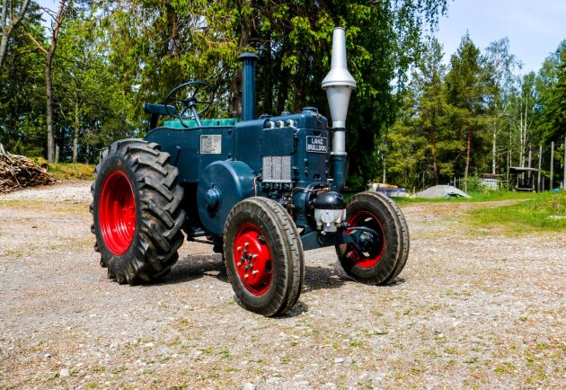 När Vincent Johansson påbörjade renoveringen var traktorn i bedrövligt skick. Men drygt tio års arbete har återigen tagit fram den gamla traktorns skönhet.