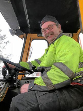 Lars-Åke Bengtsson har snöröjt i mer än 35 år.