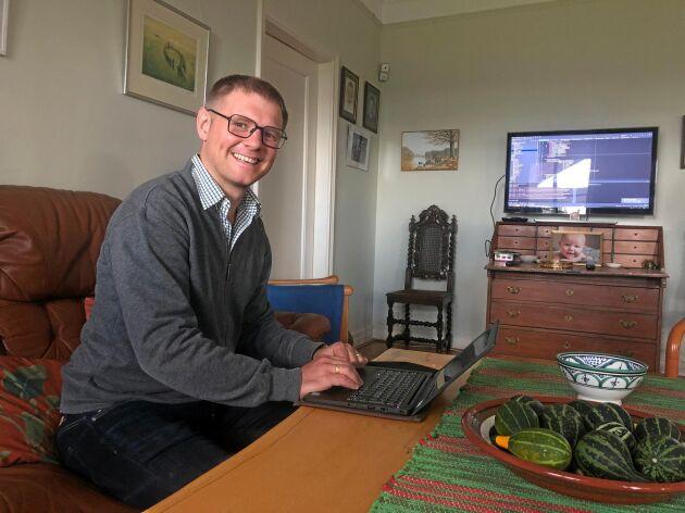 Axel Hörteborn, som är utvecklaren bakom Geodatafarm.com, har tillbringat nästan varje jobbresa mellan Varberg och Göteborg åt att utveckla sitt program. På fritiden hjälper han även sin pappa med att utveckla potatisodlingen.