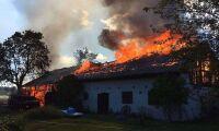 Bilbrand spred sig - stall brann ned